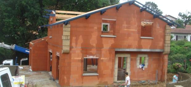 Construction saint paul entreprise g n rale du b timent au pays basque st p e sur nivelle - Brique a coller ...